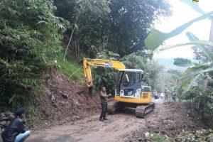 Buka akses daerah terisolir di Bogor, Menteri PUPR tambah alat berat