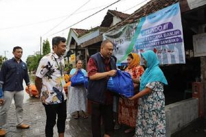 Pelindo III bantu korban banjir Gresik 2.500 paket sembako