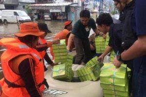 Pupuk Indonesia salurkan bantuan untuk korban banjir.