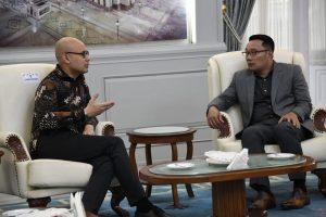 Gubernur Jawa Barat (Jabar) Ridwan Kamil menerima kunjungan kerja Duta Besar (Dubes) Republik Indonesia (RI) untuk Prancis Arrmanatha Christiawan Nasir