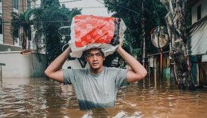 Negeri Doyan Kisruh, Banjir Pun Berujung Ricuh