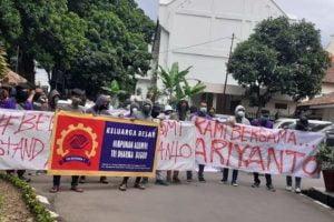 Aksi mahasiwa saat membela Ariyanto, alumni STM Bogor.