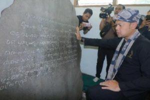 Walikota Bogor Arya Bima Sugiarto di lokasi Prasasti Batu Tulis.