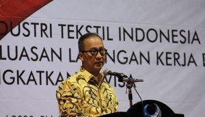 Menteri Perindustrian Agus Gumiwang Kartasasmita..