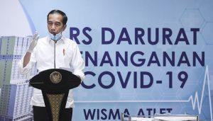 Presiden Joko Widodo memberikan keterangan pers saat meninjau Rumah Sakit Darurat Penanganan COVID-19 Wisma Atlet Kemayoran, Jakarta, Senin (23/3/2020).